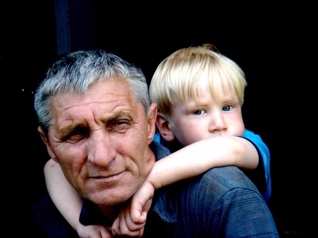 У этого дедушки было лучшее решение для его капризного внука!