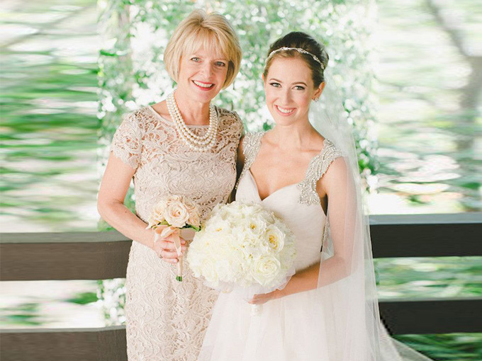 Новая жена папы пыталась разрушить день свадьбы его дочери. Но то, что сделала ее настоящая мама – гениально!