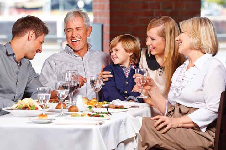 Трое детей собрались, чтобы отпраздновать годовщину своих родителей. Ответ их отца был бесценным!