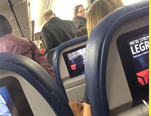 Стюардесса сказала этой маме с близнецами, чтобы она сошла с рейса. То, что произошло дальше, ошеломило бортпроводника!
