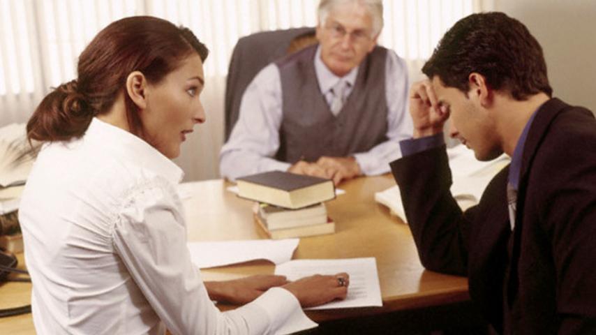 Судья спрашивает женщину, почему она хочет развода. Ее ответ – уморительно!