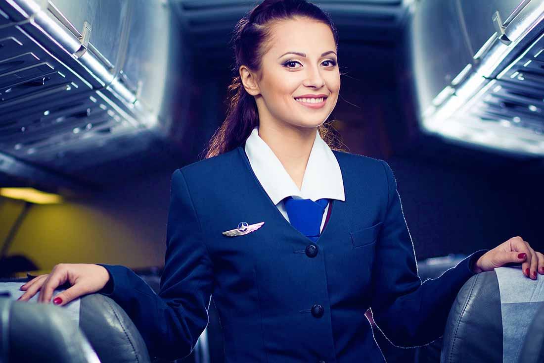 Эта женщина была потрясена, когда мужчина сел рядом с ней и назвал ее «неверной». Но тогда бортпроводник сделал это!