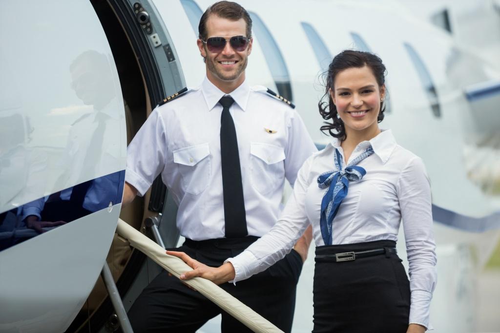 Пассажир в самолете не хотел выполнять требования персонала, но ответ стюарда – потрясающе!