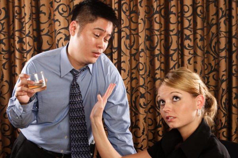 Ее муж приходил домой пьяным каждую ночь, но когда она попыталась сделать что-то с этим, то была шокирована!