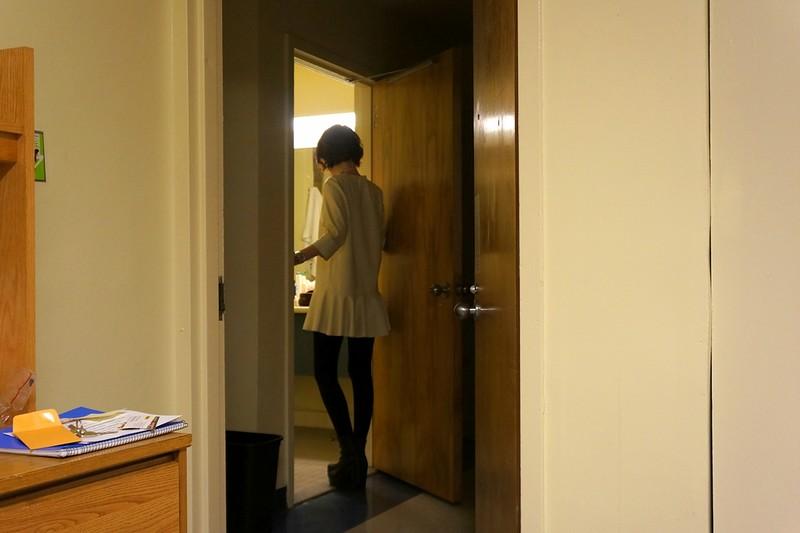 Ее сын сказал, что между ним и его соседкой по комнате ничего нет. Как мама подловила его – гениально!