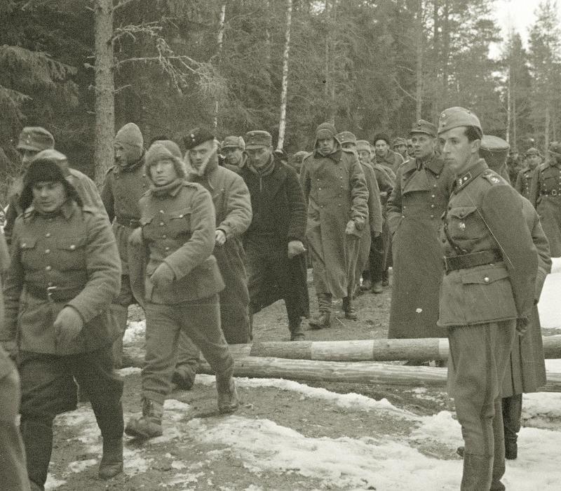 Российский солдат унижает финских солдат в битве, но дождитесь финального поворота!