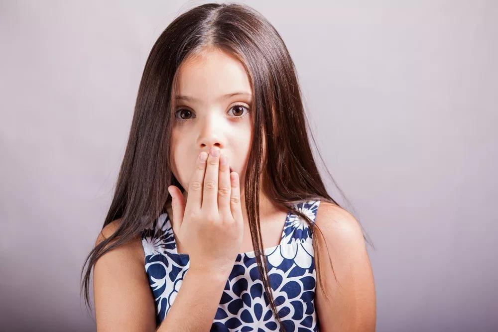 Маленькая девочка предупредила папу о том, чтобы он не надевал этот костюм, но причина заставит вас смеяться!