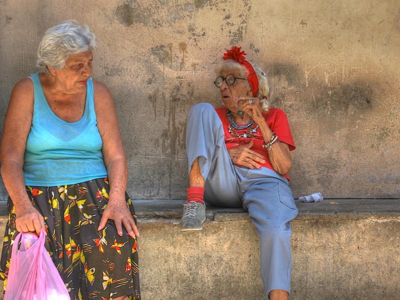 Мужчина ввёл осуждающих бабушек в ступор!