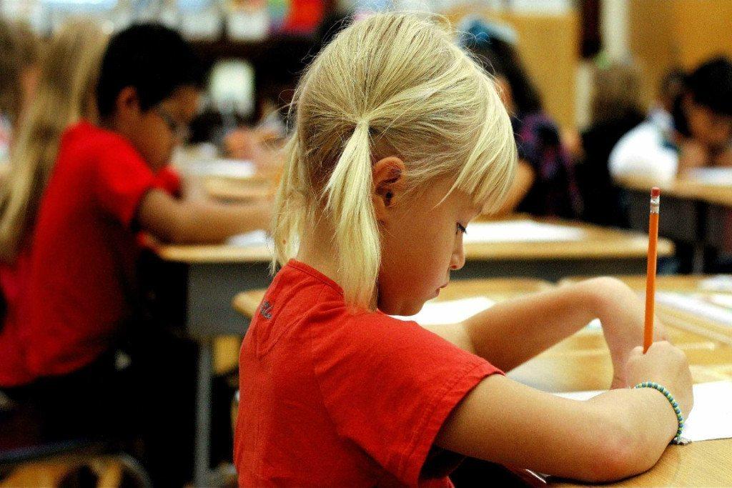 Учительница католической школы упала в обморок после ответа этой маленькой девочки. Это уморительно!