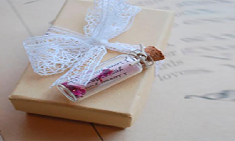 Он случайно отправил своей девушке этот потрясающий подарок на День ее рождения. Но сопроводительная записка – бесценна!