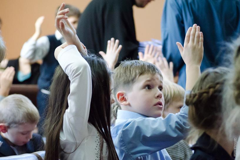 Священник учил детей, как попасть в рай, но их ответ – шок!
