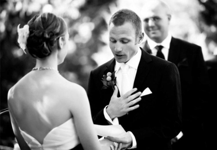 Парень пытается изменить свадебные клятвы. Но ответ его будущей жены – золото!