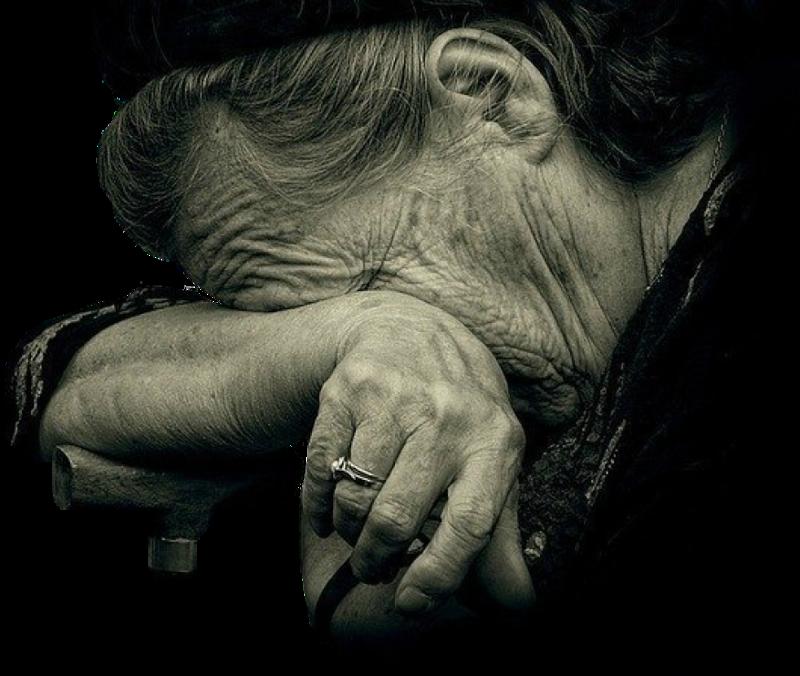 Она увидела, что эта женщина стоит на обочине дороги. Но едва сдержала слезы, когда она рассказала свою историю!