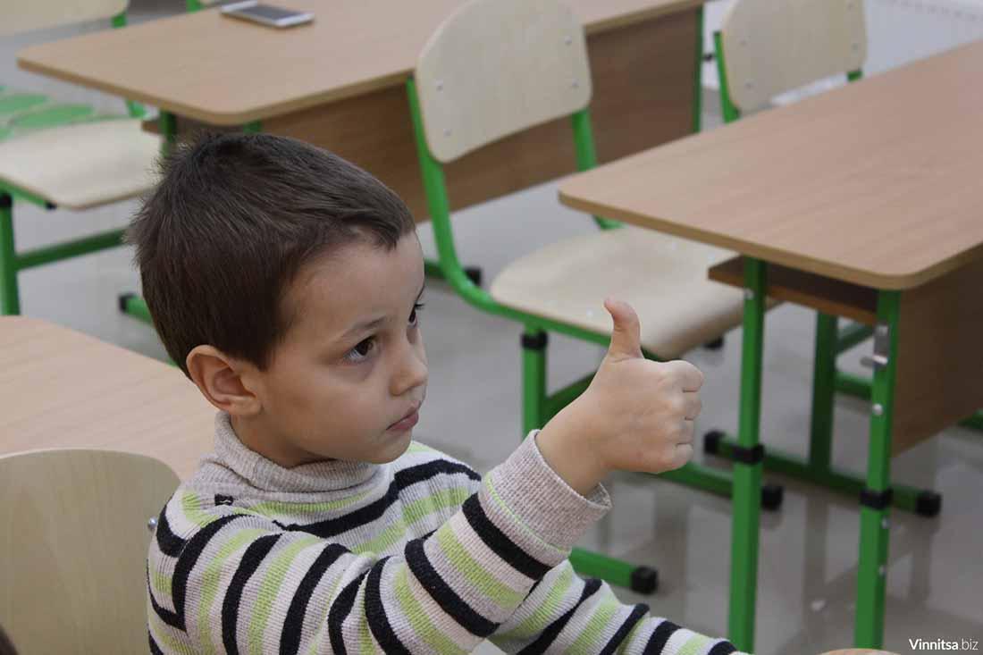 Учитель спрашивает ученика, знает ли он цифры, но реакция мальчика – неожиданно!
