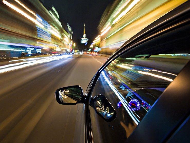 Женщину останавливают за превышение скорости, но то, что она делает дальше – гениально!