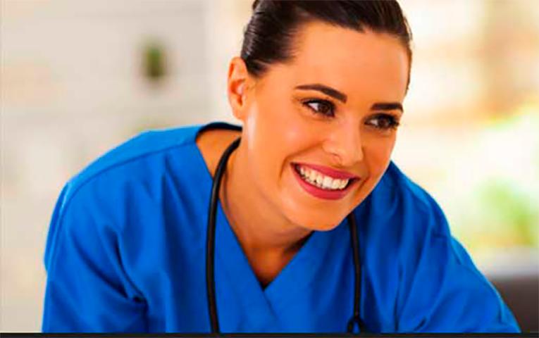 Медсестра уверяет пациента, что она не будет смеяться над ним, потому что она — профессионал. Но то, что последовало дальше – истерика!