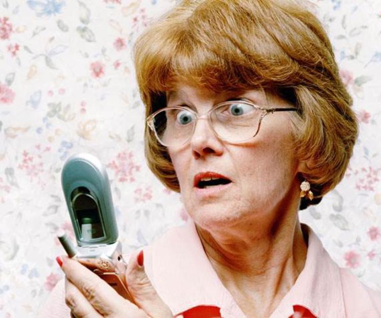 Разозленная жена звонит свекрови — это слишком весело!