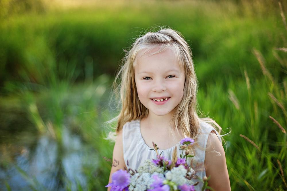 Она едва сдерживала слезы, когда эта маленькая девочка сказала, что случилось с ее мамой. Но никогда не ожидала, что последует дальше!