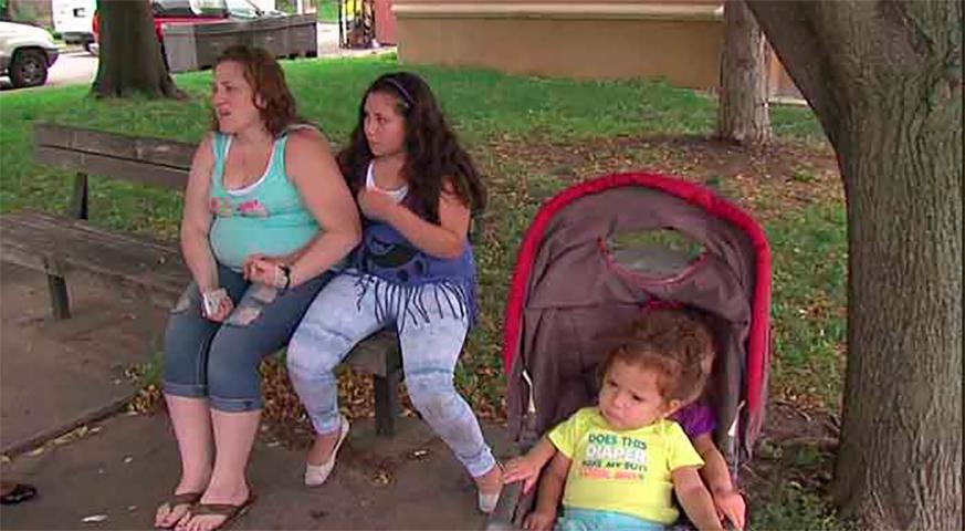 Руководство магазина поймало эту женщину за кражу. Но ее дети никогда не ожидали такого поступка от полицейского!