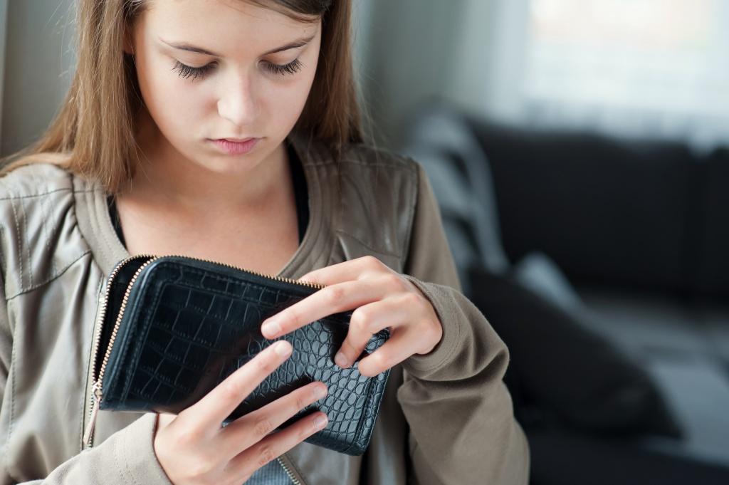 Она узнала, что ее сестра украла у нее деньги. То, что она сделала дальше, изменило ее жизнь навсегда!