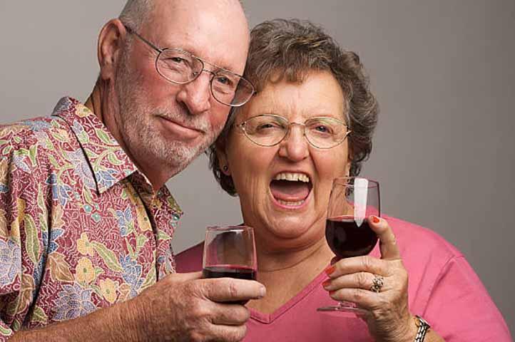Он издевался над своей женой после того, как она забыла очки в закусочной. Но потом он говорит это!