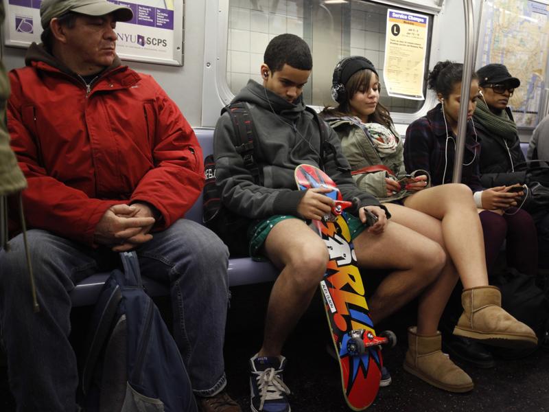 То, как бабуля в метро ответила негру заставит тебя улыбнуться!