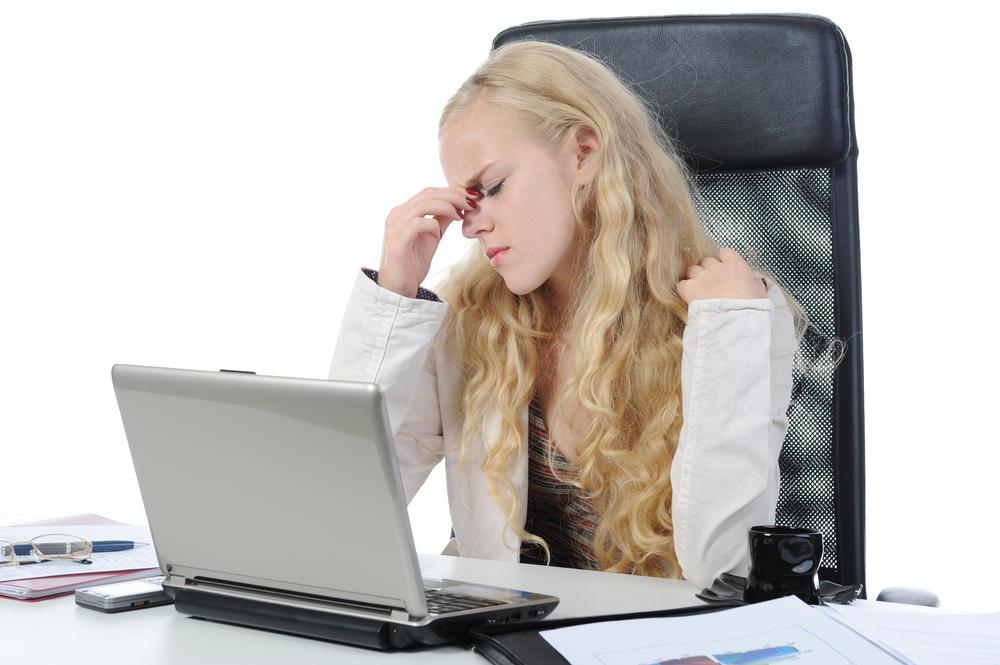 Женщина начинает плакать, но после этого телефонного звонка ей становится еще хуже!