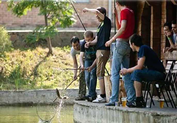 Жена этого мужчины не позволила ему отправиться на рыбалку вместе с друзьями. Тогда он делает это!