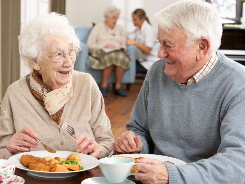 Пожилая пара обручилась, но их разговор на следующее утро тебе понравится!