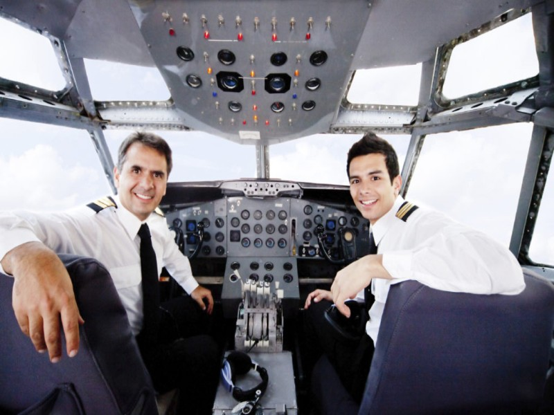 Этот пилот точно знает, как воздействовать на непослушных пассажиров!