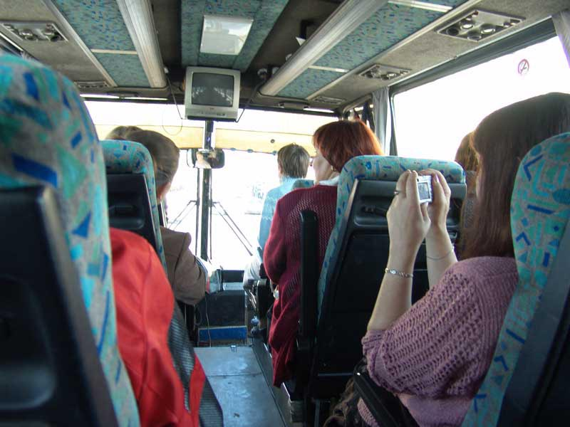 Разговор этой женщины по телефону в автобусе тебя точно развеселит!