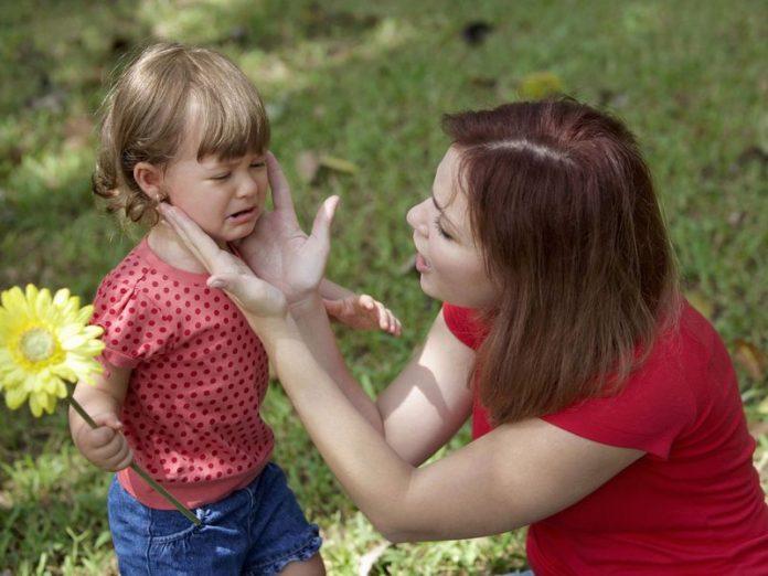 Бедная мама была чуть не в слезах, когда ее дочь спрашивала...