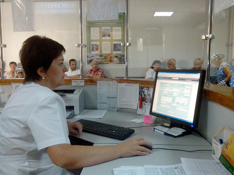Администратор говорит пациенту быть более сдержанным в своем разговоре. Но, у того совершенно другие план…