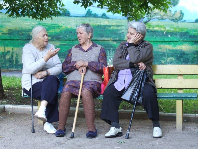 Три старушки соревнуются, чей возраст самый проблемный. Победитель будет очень неожиданным!