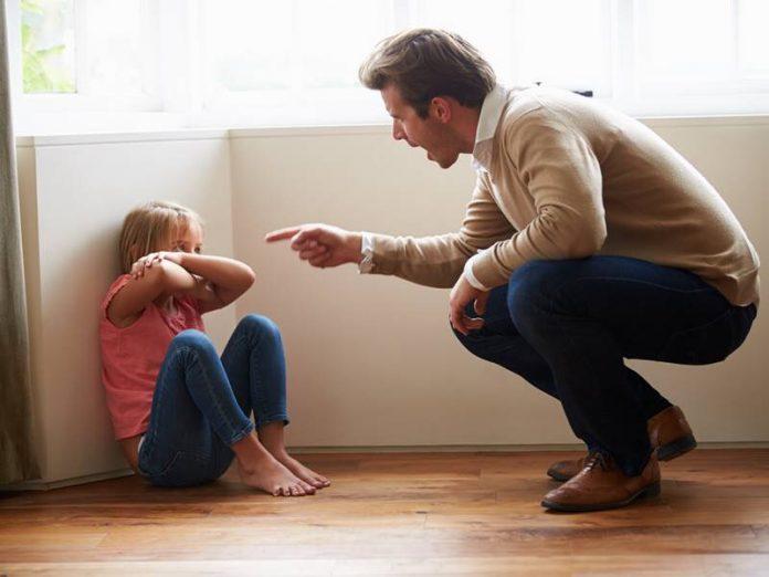 Маленький мальчик был ошеломлен, когда его подругу избил отец. Реакция маленького...