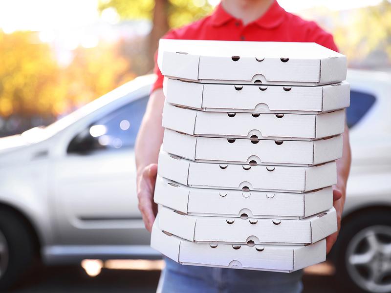 Он привез заказанную пиццу по адресу, а потом сделал невероятное!