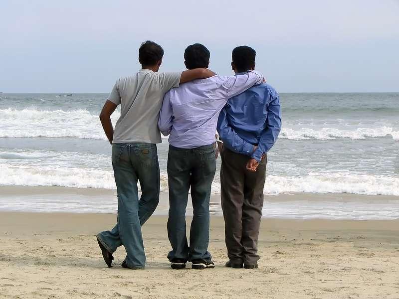 Трое мужчин обсуждают беременность своих жен, но один из них будет в шоке!
