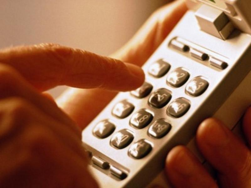 Компания Electric звонит в дом паре сообщить о своем просроченном счете, но это недоразумение просто бесценно!