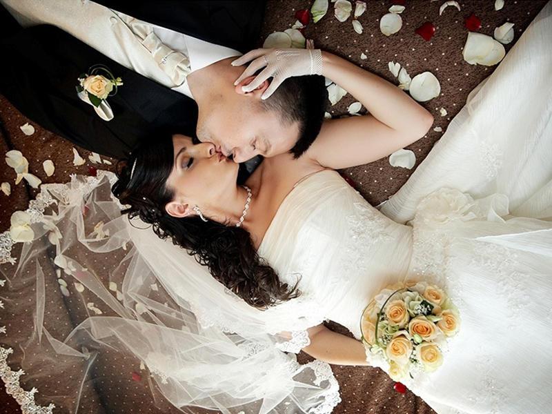 Первая брачная ночь женщины, которая вышла замуж в одиннадцатый раз тебя удивит!