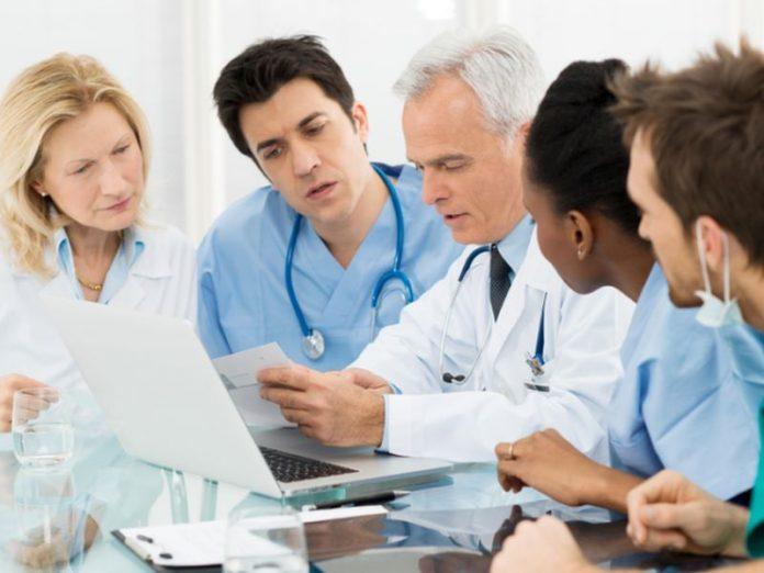 Четверо доктором со всего мира обсуждали медицину. Итог их разговора тебя...