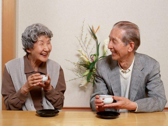 Старик продолжал приходить в кафе и после смерти жены. Его поступок...