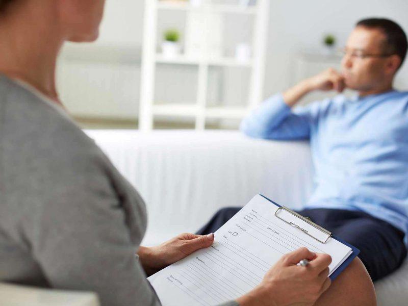 Психиатр предложил приходить на терапию трижды в неделю. Решение бармена этой проблемы тебя повеселит!