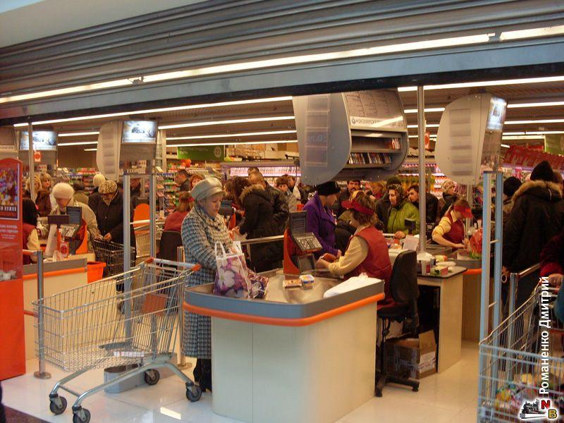 Незнакомый мужчина подслушай разговор ее мамы в супермаркете. Только послушай, что он потом сделал!