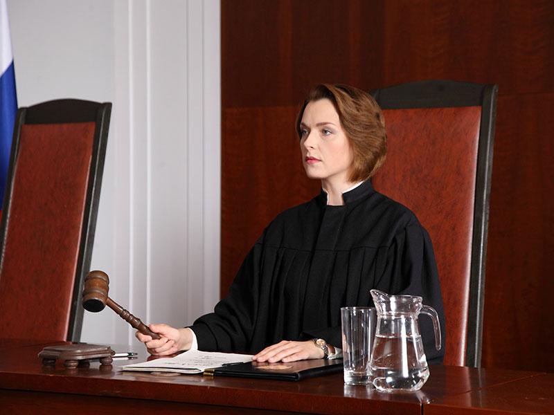 Судья выносит пожилой леди приговор, то что сказал ее муж – это нечто!