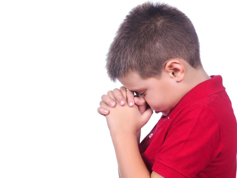 Маленький мальчик очень громко произносил свои молитвы. Причина этого тебя позабавит!