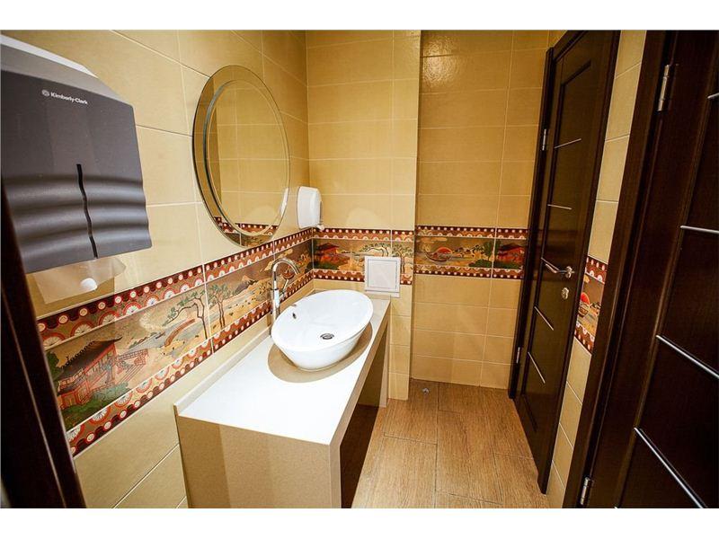 Эта ситуация в туалете бара тебя повеселит!