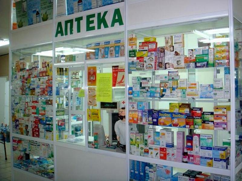 Молодой человек в аптеке хвастается фармацевту перед покупкой презервативов. Дальше – нечто!