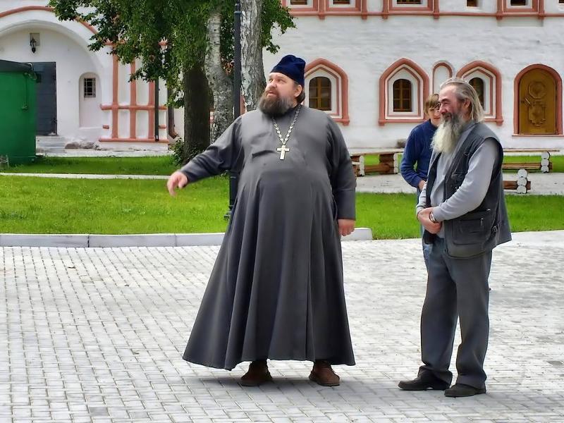 Люди наивно поверили монаху-мошеннику, дав ему сбежать!