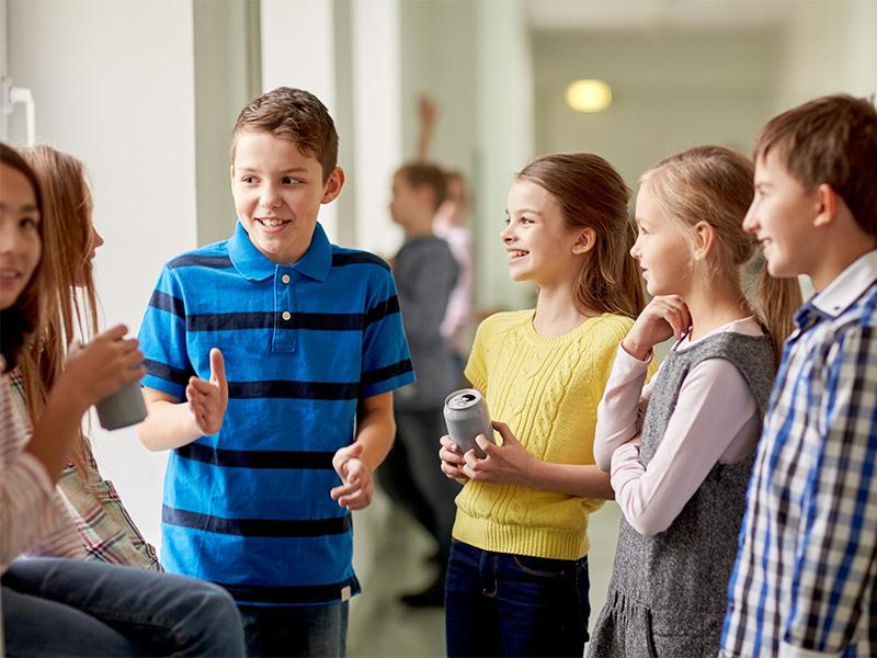 Ее младший брат увидел шокирующее сообщение от одноклассника. То, что он сделал – бесценно!