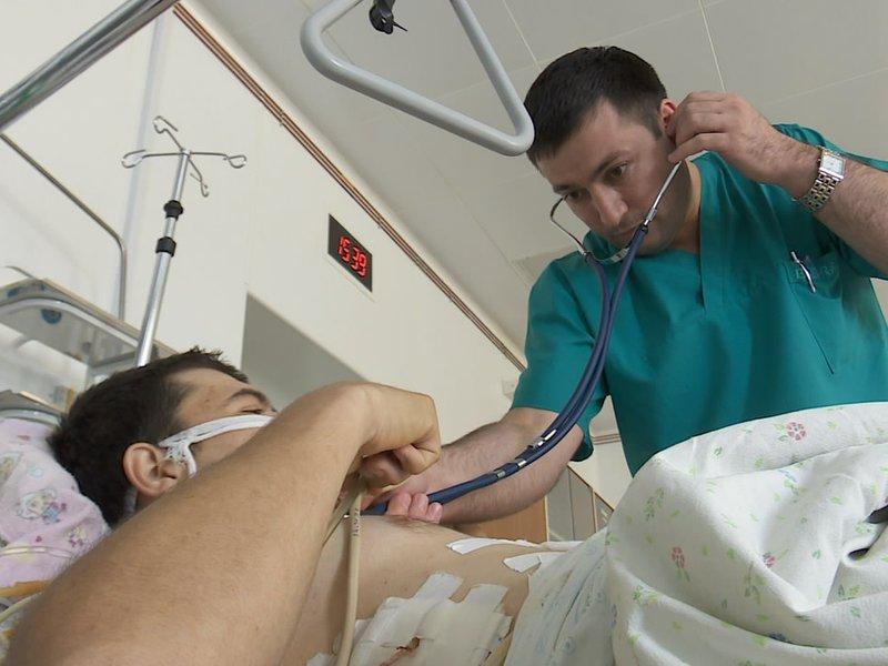 Доктор начинает говорить умирающему пациенту, что делать, чтобы жить дольше. Концовку стоит прочесть!